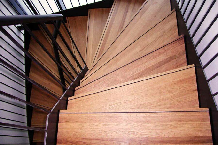 Treppe aus massiver Eiche
