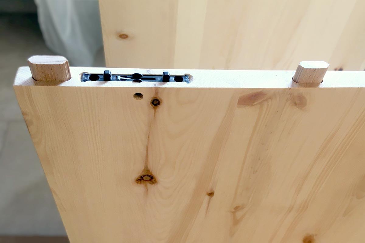 Zirbenschrank mit Holz-Glas-Front
